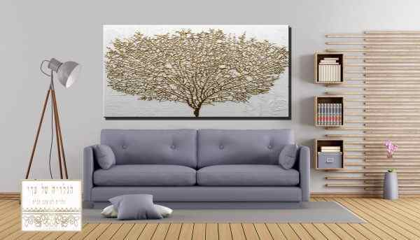 תמונה של עץ זהב רקע אפור בהיר