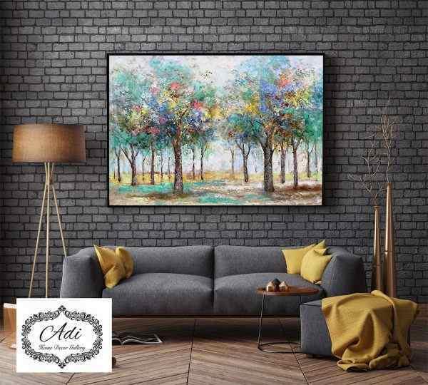 תמונה של עצים צבעוניים