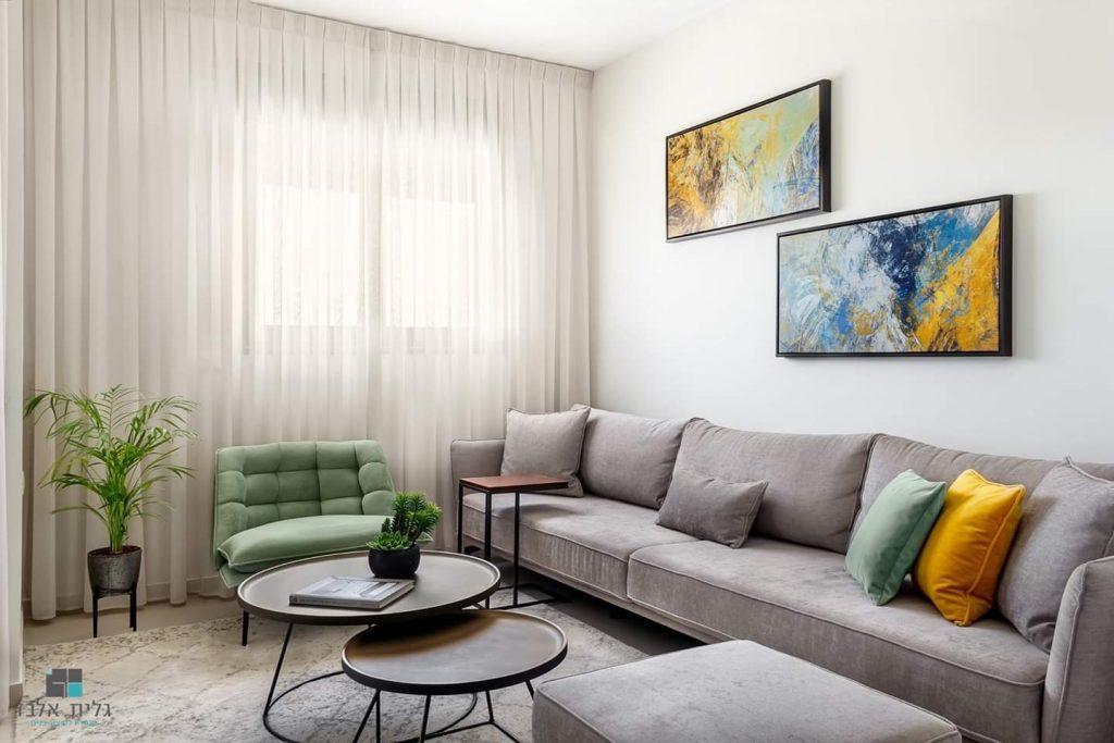 בסלון בעיצוב מודרני מאת גלית אלבז