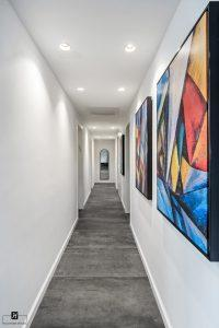 שילוב תמונות במסדרון בכניסה למשרד