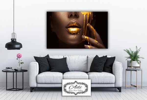 תמונה של אישה בסגנון פופ ארט זהב