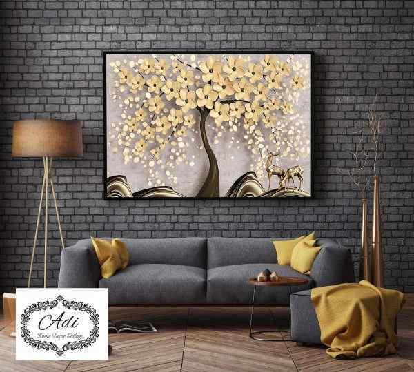 תמונה של עץ פרחים בצבע בהיר רקע בהיר איילים