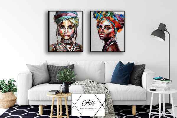 זוג תמונת של נשים אפריקאיות צבעוניות רקע אפר
