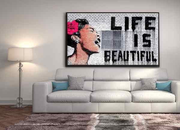 life is beautiful- תמונה של קיר בריקים וכתובת גרפיטי