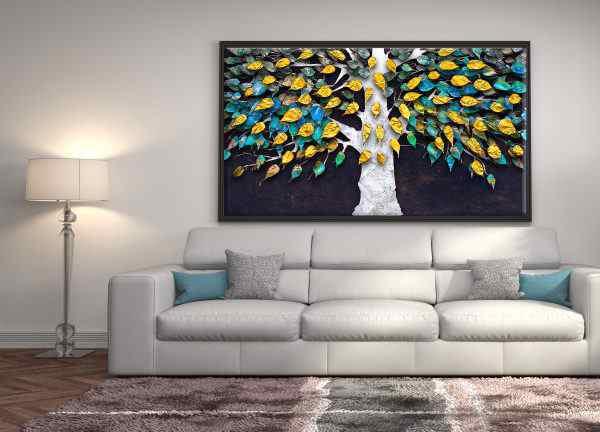 תמונה של עץ צבעוני ועלי זהב