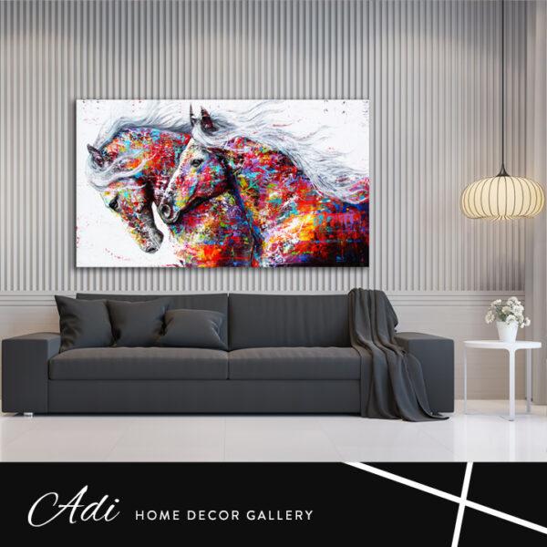 תמונה של סוסים דוהרים צבעוניים